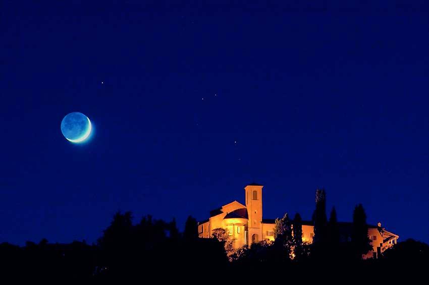 Veduta notturna dell'Abbazia di Monteveglio